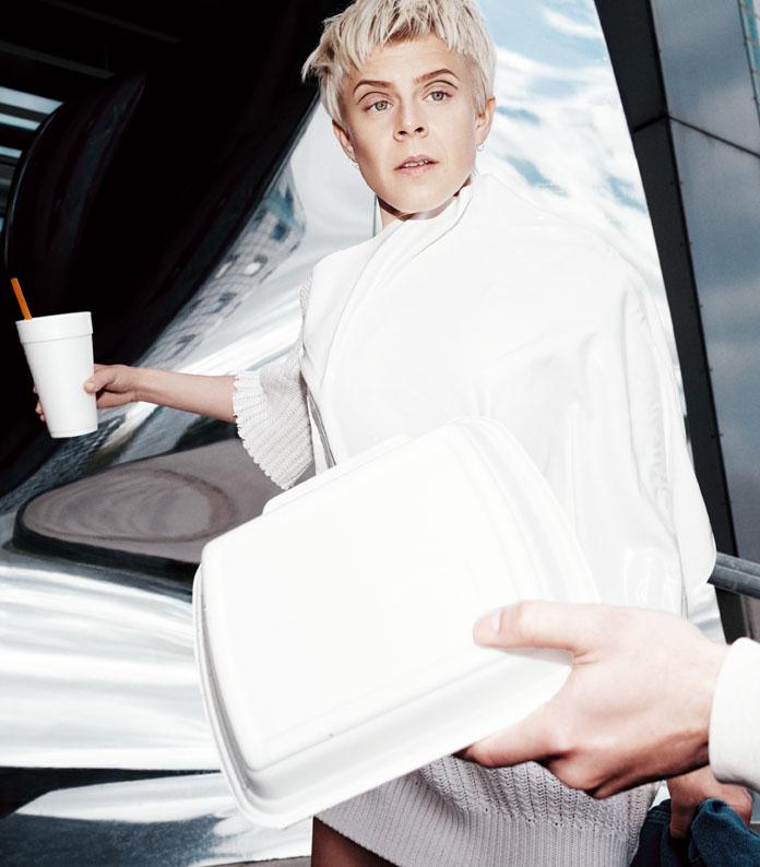 Robyn & La Bagatelle Magique | Alessio Bolzoni | Numerique Retouch Photo Retouching Studio