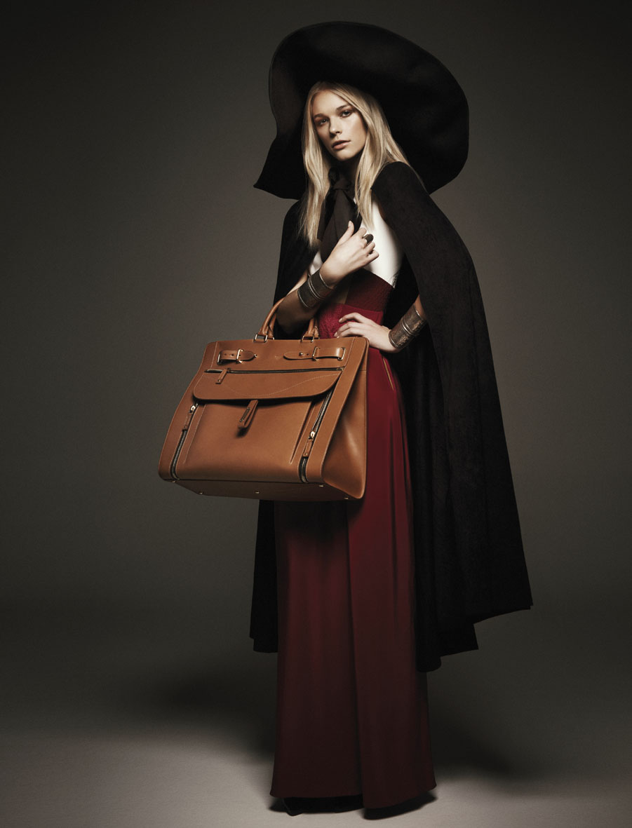 "Vogue Italia November 2012 ""The travel bag"" 
