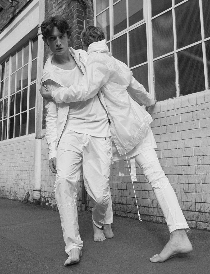 WWD Magazine October 2015 | Alessio Bolzoni | WWD Magazine | Numerique Retouch Photo Retouching Studio