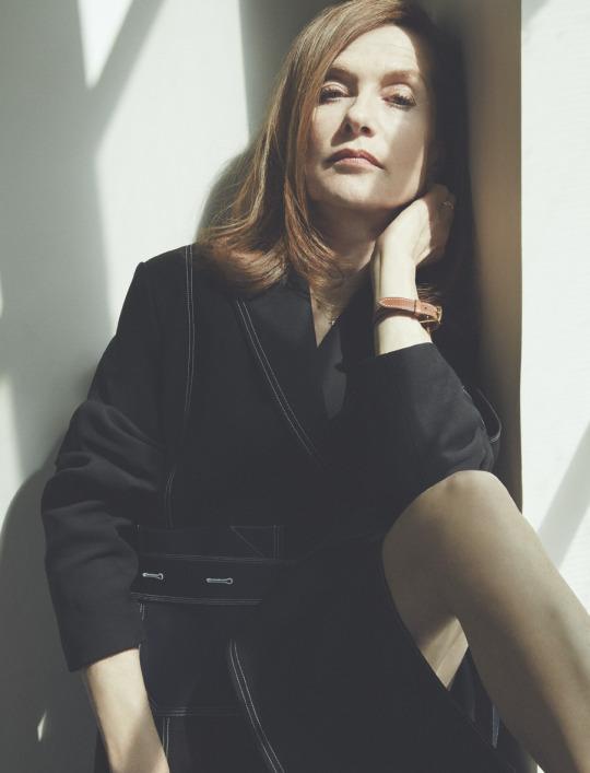 "L'Express Winter 2015 ""Isabelle Huppert"" | Carlotta Manaigo | L'Express Styles | Numerique Retouch Photo Retouching Studio"
